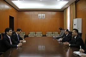 Đại sứ quán Việt Nam tại Triều Tiên trao tặng thiết bị và tài liệu học tập cho Bộ môn tiếng Việt, trường Đại học Ngoại ngữ