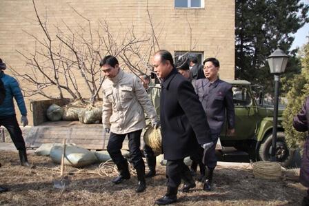 Đại sứ quán Việt Nam tại Triều Tiên và Hội hữu nghị Triều-Việt tổ chức trồng cây và gặp mặt hữu nghị