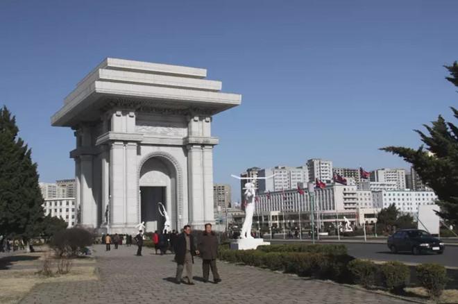 Khải hoàn môn ở Bình Nhưỡng kỷ niệm kết thúc thời gian chiếm đóng của Nhật năm 1945.