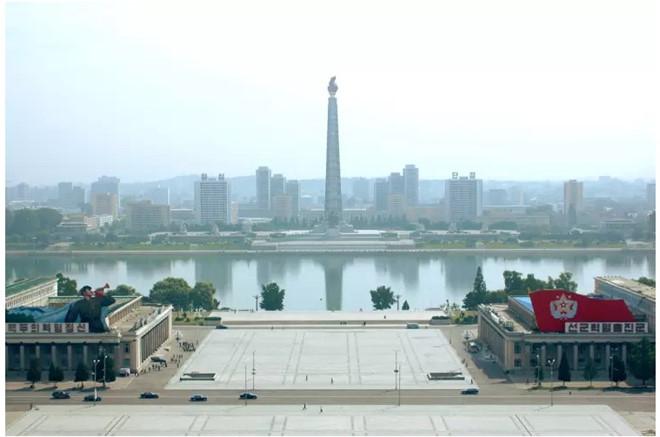 Quảng trường Kim Il-sung và tháp Juche Idea là điểm dừng chân quen thuộc trong các tour du lịch tại Triều Tiên.