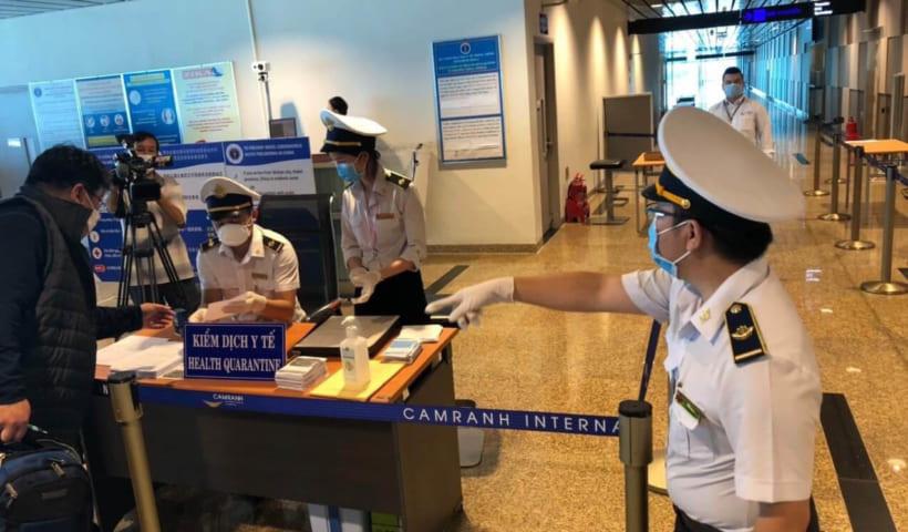 COVID-19: Việt Nam dừng cấp thị thực cho người nước ngoài