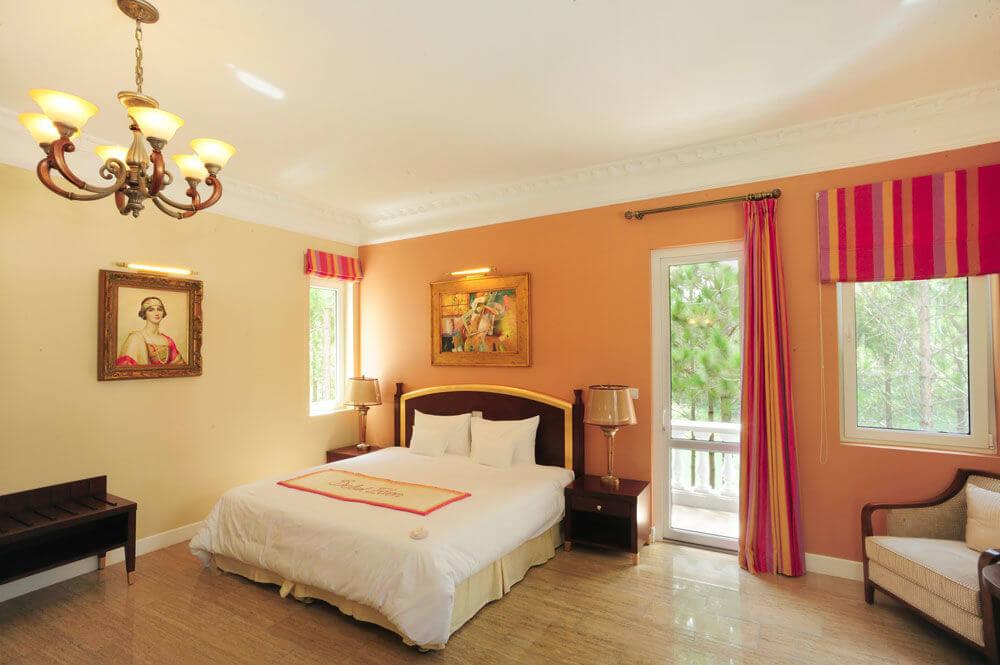 Không gian phòng ngủ sang trọng tại Dalat Edensee Lake Resort & Spa