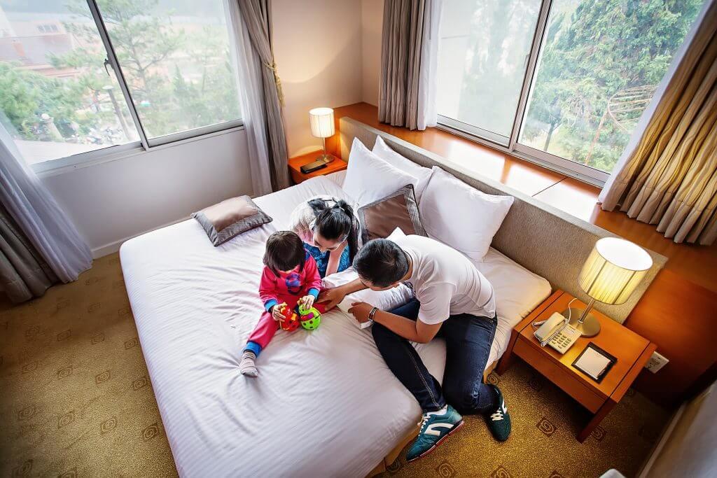 Phòng ngủ tại khách sạn Mường Thanh Holiday Dalat Hotel